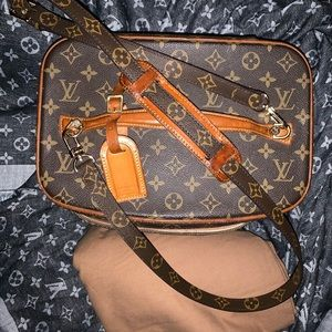 Authentic Louis Vuitton travelers vanity case